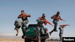 Əfqanıstan polisi təlim keçir