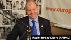 Ambasadorul Statelor Unite, William Moser, în studioul Europei Libere în 2013