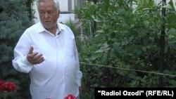 Бободжон Бобохонов сейчас занят выращиванием лимонов