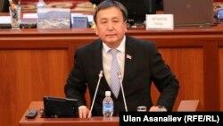 Asilbek Jeenbekov akasi bosh vazirlikka saylanishi arafasida iste'fo berdi.