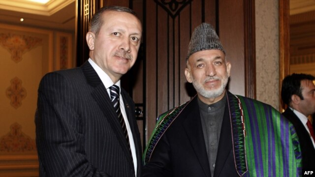 Turkish Prime Minister Tayyip Erdogan (left) with Afghanistan's President Hamid Karzai. (file photo)