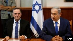 اسرائیل کاتز (چپ)، وزیر اطلاعات اسرائیل.