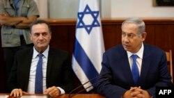 بنیامین نتانیاهو در کنار ییسرائل کاتز وزیر اطلاعات اسرائیل در یکی از نشستهای کابینه