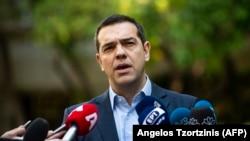 След оттеглянето на коалиционния партньор, Ципрас остава и без шестима министри.