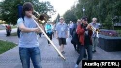"""Ак тасма"" хәрәкәтенең урам йөреше. Чаллы, 31 май 2012 ел"