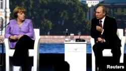 Канцлер ФРГ Ангела Меркель и президент России Владимир Путин, 21 июня 2013. Архивно-иллюстративное фото