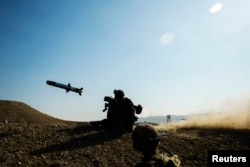 Американский солдат стреляет из «джавелина»