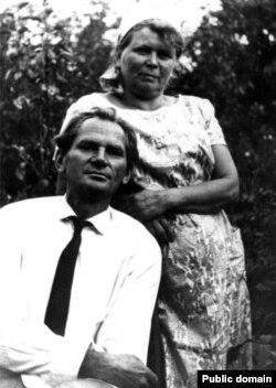 Борис Чичибабин и Матильда Якубовская начало 1960-х