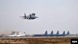 Літак злітає з аеродрому Баграм у Афганістані, фото архівне