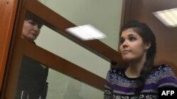 Бывшая студентка МГУ Варвара Караулова в суде, где ее обвиняют в попытке примкнуть к «ИГ». Москва, 13 октября 2016 года.
