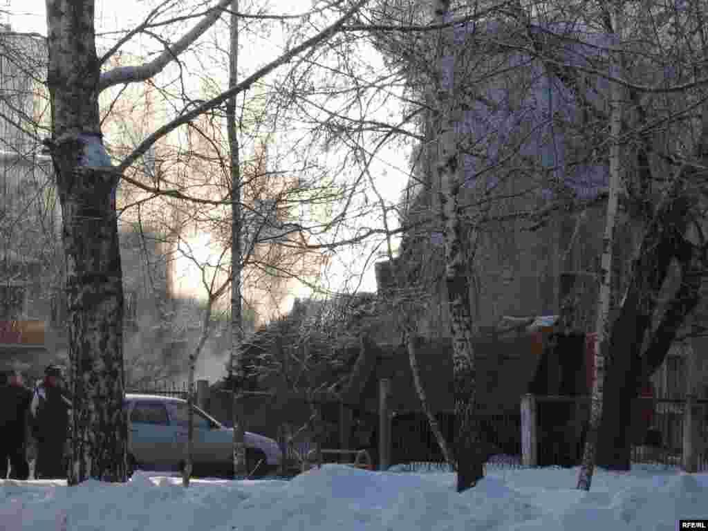Корбаннар сыны әлегә 8 кеше, дип хәбәр ителә. - Damaged building as a result of gas explosion in Kazan, Malaya Pecherskaya st.7. 9 january 2008