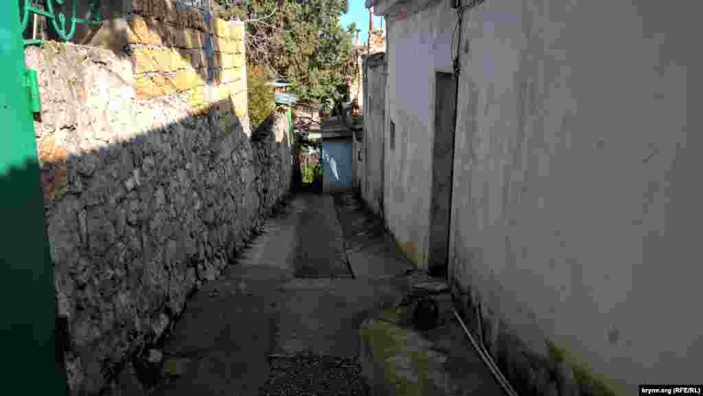 У дворах і вуличках Сімеїзу