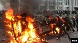 Участники событий в Бишкеке, 24 марта 2005 года.