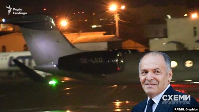 Коли літак вирулив ближче, журналісти помітили його бортовий номер OE-LEO – це повітряне судно, яким користується олігарх Віктор Пінчук