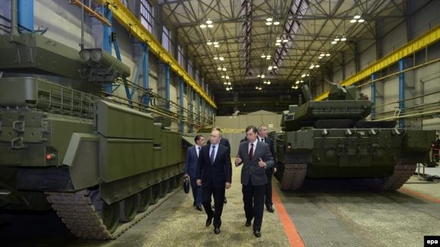 Президент Росії Володимир Путін і голова «Уралвагонзаводу»  Андрій Терліков, 25 листопада 2015 року