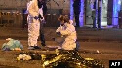 جسد مظنون روی سرک افتیده است.