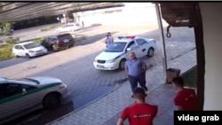 Бишкектин Жал кичирайонунда болгон окуянын видеосунан алынган сүрөт.