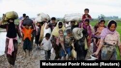 Группа беженцев-рохинджа в Бангладеш. 1 сентября 2017 года.