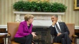 Германия канцлері Ангела Меркель (сол жақта) мен АҚШ президенті Барак Обама. Вашингтон, 9 ақпан 2015 жыл.