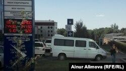 У обменного пункта. Алматы, 31 июля 2014 года.