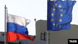 Rusiya və Avropa Birliyi bayraqları
