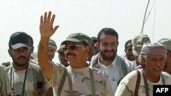 Генерал Алӣ Муҳсин ал-Аҳмар бо ҳамроҳонаш