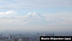 Вид на гору Арарат из Еревана