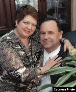 Мікалай Патрончык з жонкай Ларысай Алегаўнай. Фота зь сямейнага архіву
