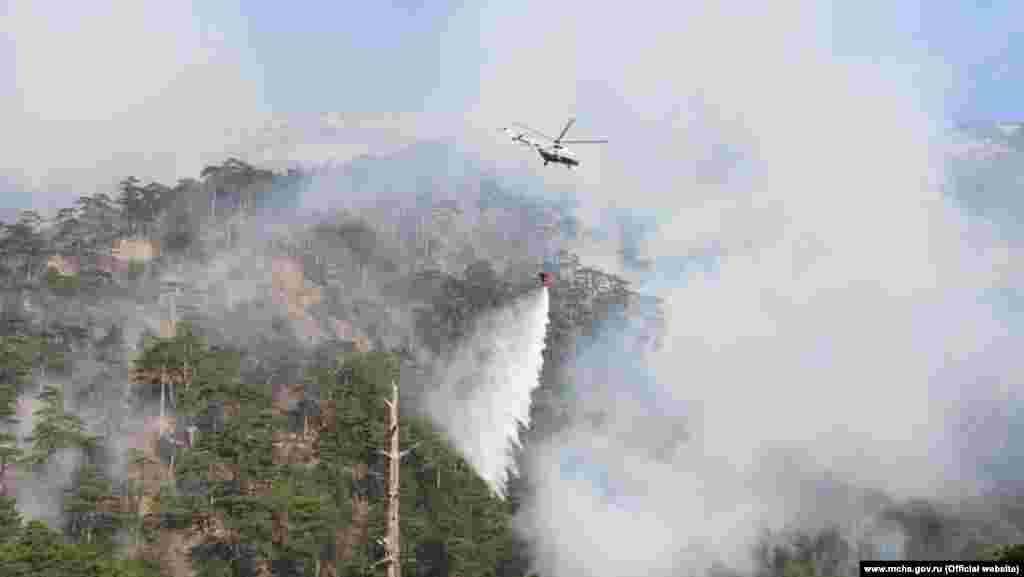 На этом фото – уже не облака. 12 августа МЧС России в Крыму привлекло авиацию для тушения пожара, который вспыхнул 11 августа