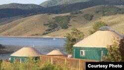 Юрты, изготовленные американской компанией Colorado Yurt Company.