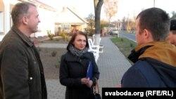 У суд Алену Луцковіч прыйшлі падтрымаць сябры па партыі - Васіль Палякоў і Андрэй Павук