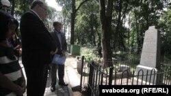 Ушанаваньне памяці Рут Ўолер на Вайсковых могілках у Менску, архіўнае фота 2013 году