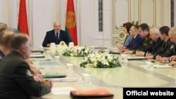 Președintele Lukașenko la întâlnirea guvernamentală din 6 august