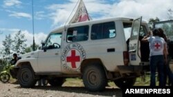 Զոհված հայ զինծառայողների մարմինները Կարմիր խաչի միջազգային կոմիտեի և ԵԱՀԿ-ի գործող նախագահի անձնական ներկայացուցչի գրասենյակի միջնորդությամբ հանձնվում են հայկական կողմին, 10-ը ապրիլի, 2016թ․