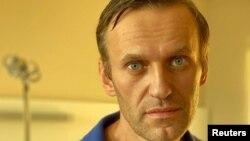 Алексей Навальный в берлинской клинике спустя месяц после отравления