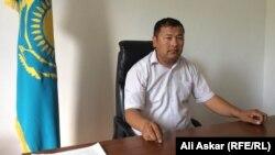 Шұбарши ауылдық округінің әкімі Азамат Өсербаев. Темір ауданы, Ақтөбе облысы, 23 маусым 2016 жыл.