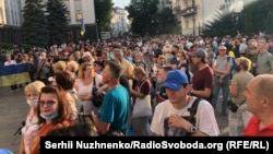 """Protesters rally in Kyiv on July 27 against the new conditions of a """"comprehensive truce"""" in the Donbas."""
