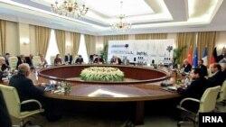 صحنه ای از مذاکرت اخیر پنج به علاوه یک با ایران در بغداد