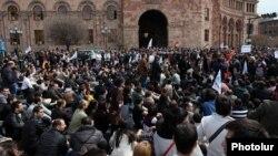 Акция протеста движения «Я против» на площади Республики в Ереване, 9 апреля 2014 г.