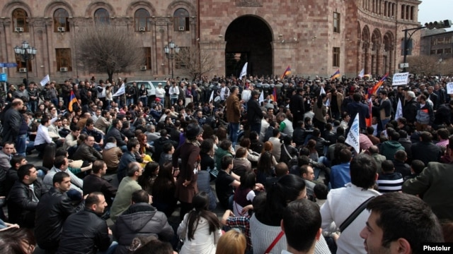 Armenia – Young workers block a major street in Yerevan in protest against a controversial pension reform, 9Apr2014.