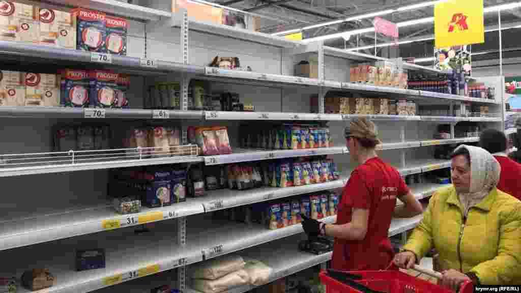 Ситуация в супермаркетах Симферополя в связи с распространением коронавируса