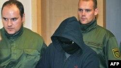 Александ Виенс устидан маҳкама жараëнида 200 дан ошиқ полициячи хавфсизликни таъминлашга жалб қилинган.