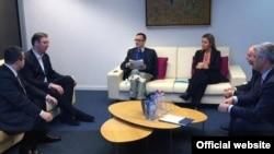 Bilaterlani sastanak Federike Mogerini sa dvojicom premijera.