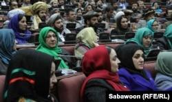 Ауғанстан парламентінің депутаттары президент Хамид Қарзайдың сөзін тыңдап отыр. Кабул, 6 наурыз 2013 жыл.