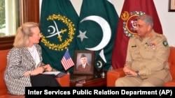 Зампомощника госсекретаря Элис Уэллс командующий пакистанской армией Камар Джавед Баджа