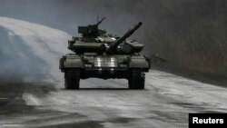 Донецки өлкәсенең Артемовски шәһәре тирәсендә украин танкы. 2 март 2015