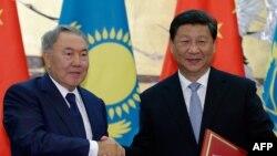 Қазақстан президенті Нұрсұлтан Назарбаев Қытай президенті Си Цзиньпинмен кездесіп тұр. Пекин, 31 тамыз 2015 жыл.