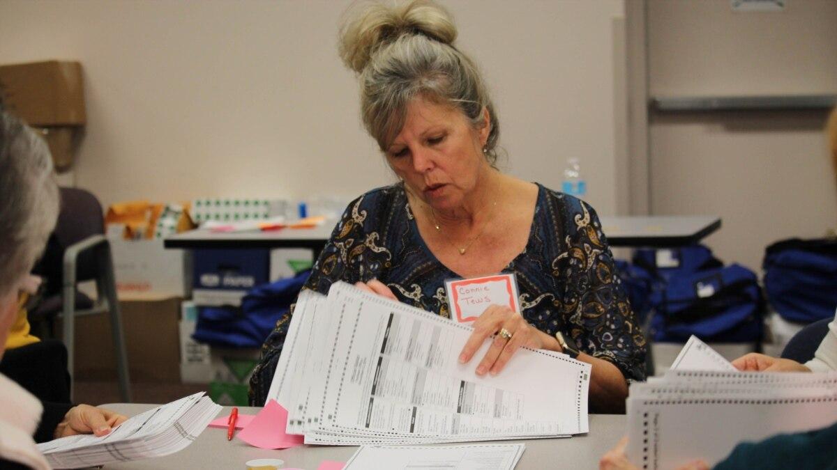Суд в США постановил, что губернатор штата не имеет права откладывать голосование через коронавирус