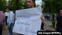 """""""Nu vrem deputați de paie"""", un protest la Parlament"""