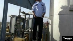 An Iranian oil industry employee committed suicide for not receiving wages in Hoveyzeh. June 10, 2020.